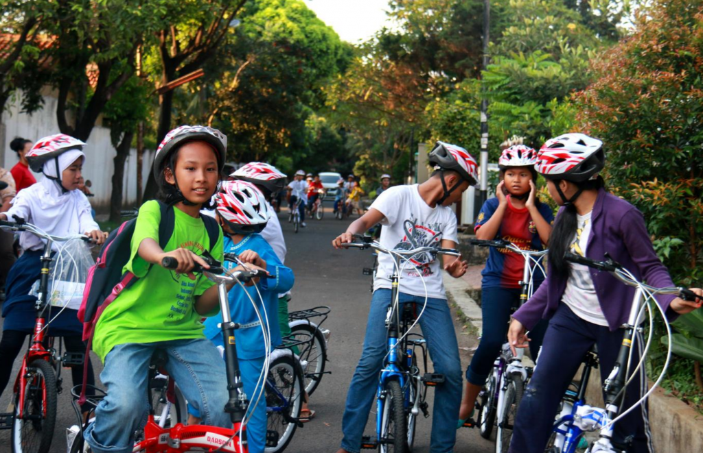 Jakarta Slums Alive with Fold-Out Bikes - Bicycles Create Change